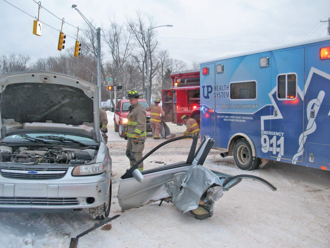 2-vehicle accident sends 2 people to hospital | News, Sports, Jobs