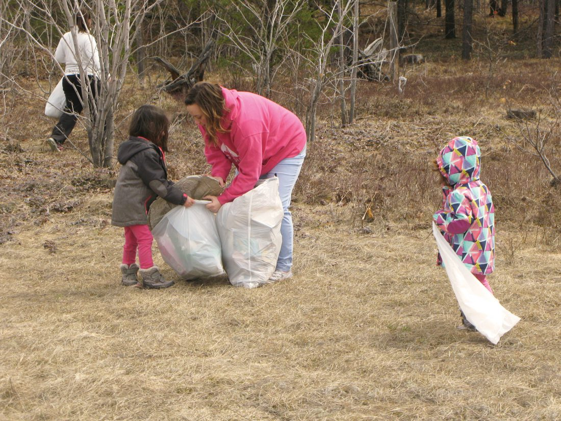 Locals do their part in spring cleanup   News, Sports, Jobs - The