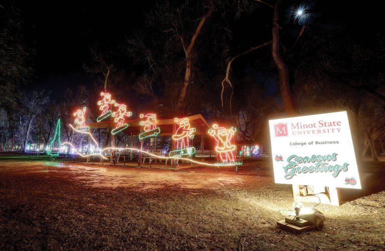 Sertoma of Minot brings holiday cheer to Oak Park