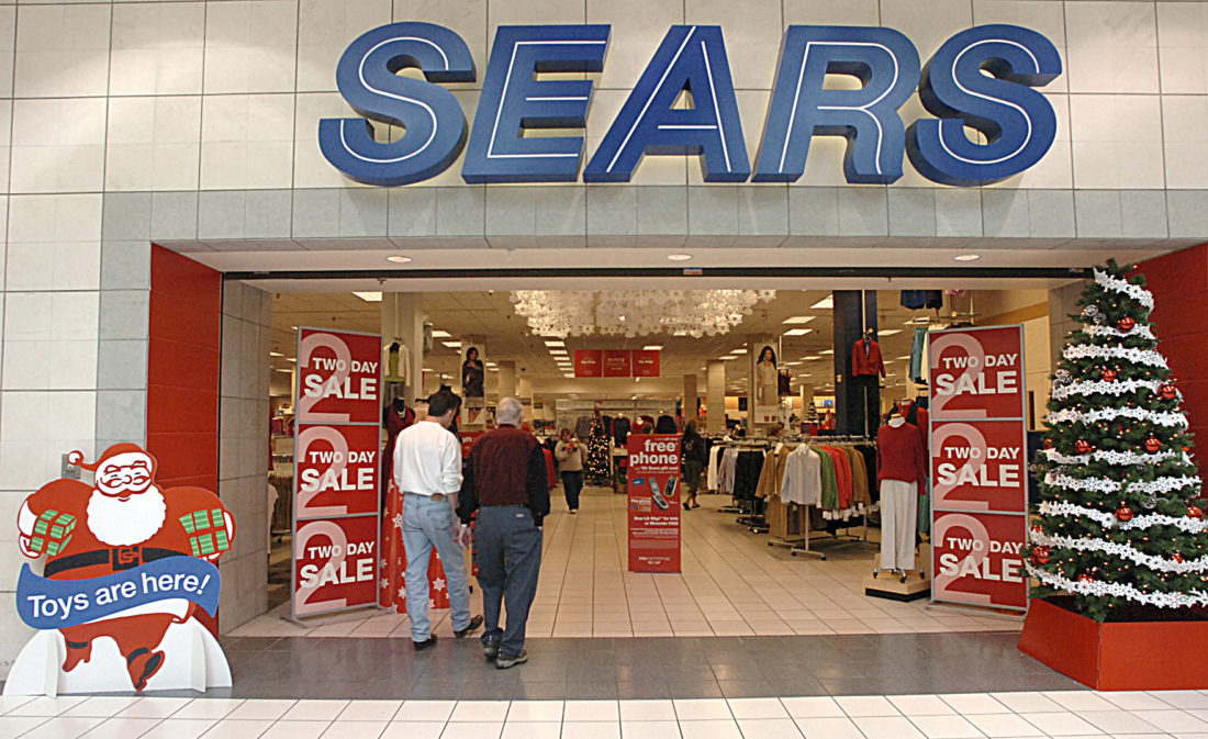 Fort Wayne Mall >> Fort Wayne Sears Store In Glenbrook Square Escapes Closing For Now
