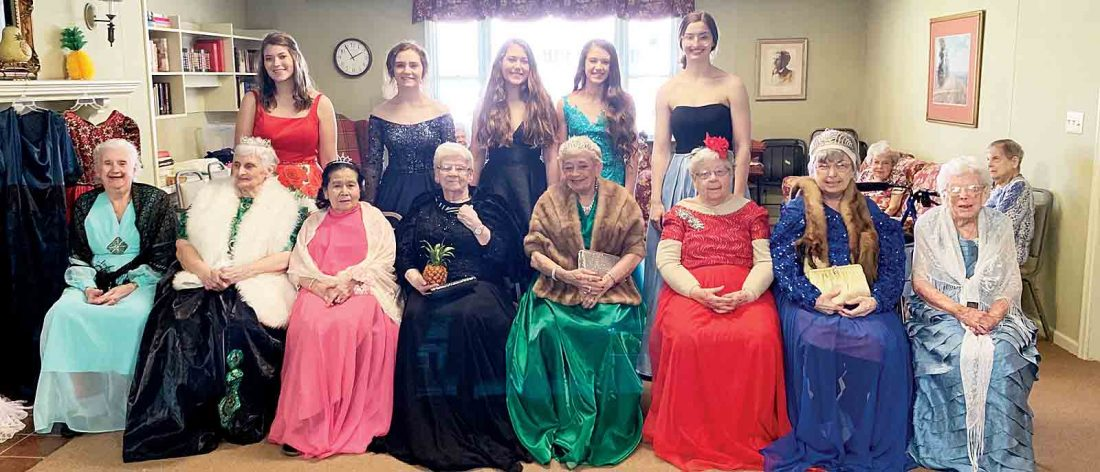 Colonial House residents dress up for calendar | News
