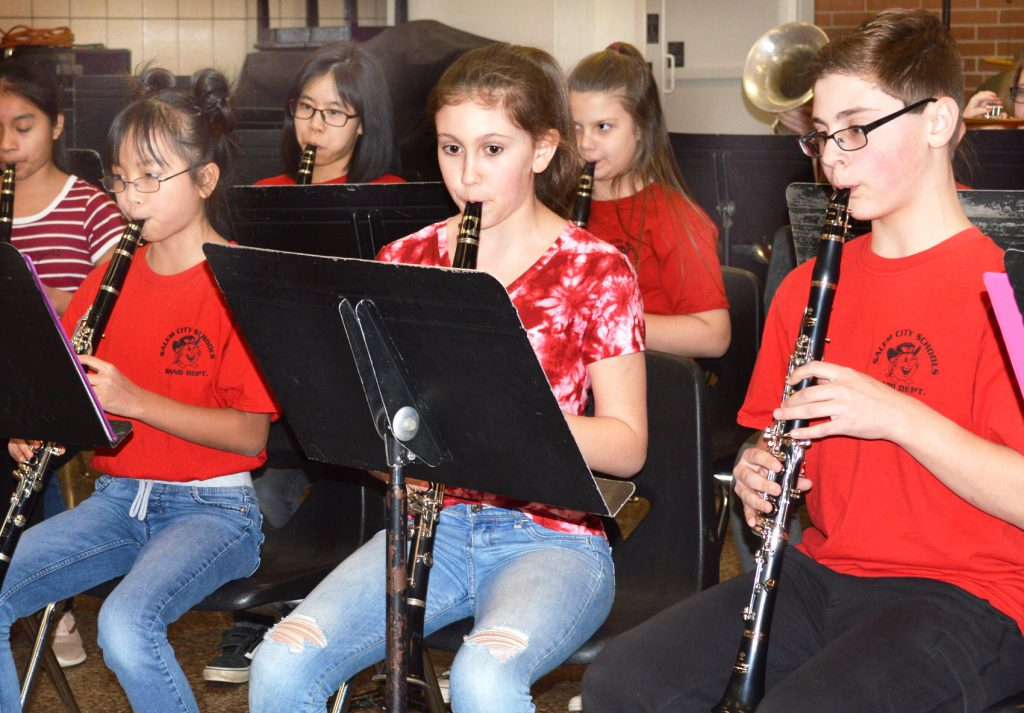 Salem Band members play sounds to dine by   News, Sports