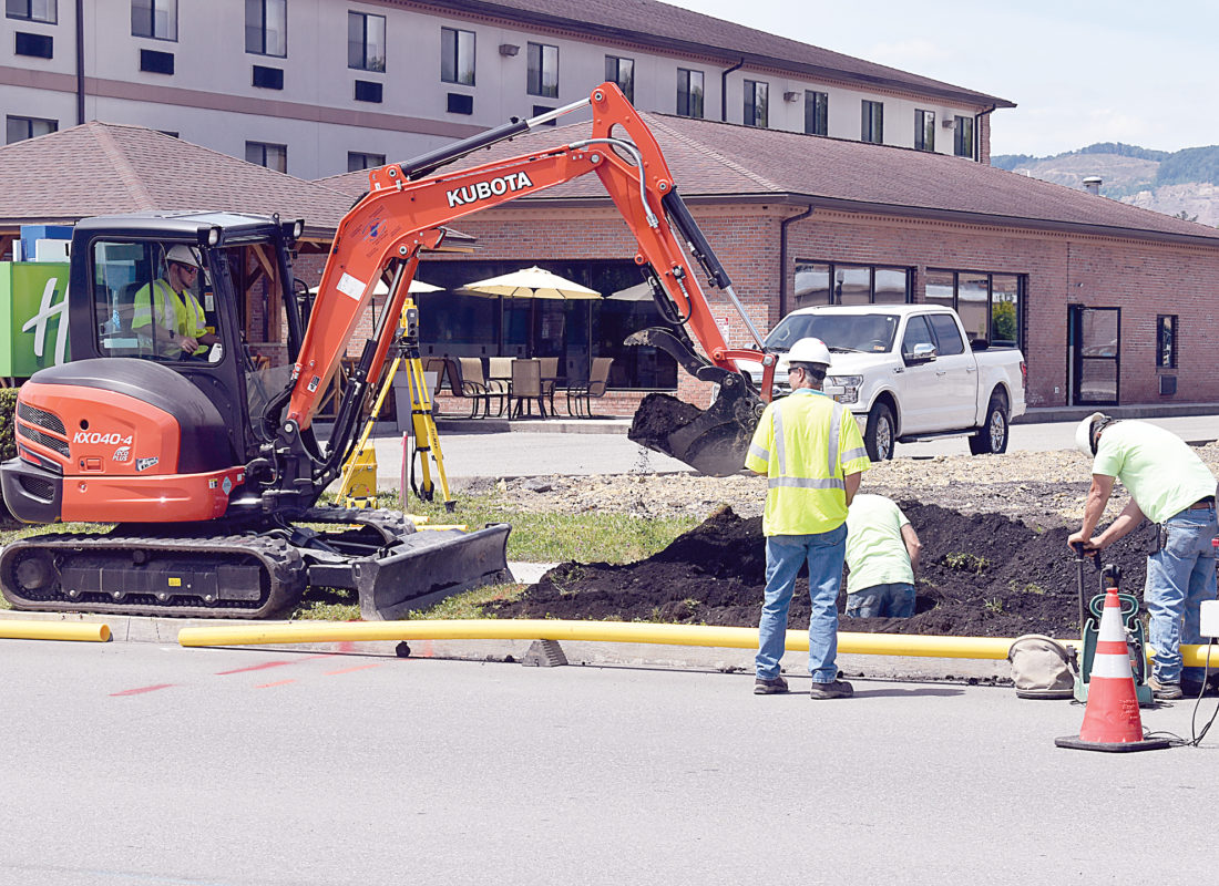 Crews Work to Replace Gas Line | News, Sports, Jobs - The