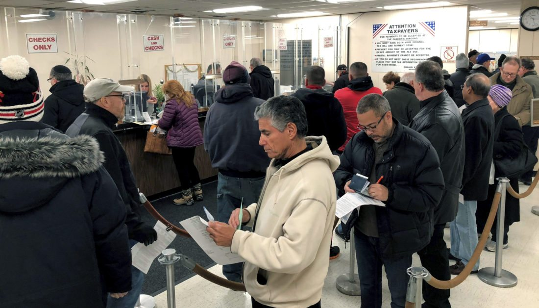 334519a05846 Long lines at tax offices as homeowners try to beat hike