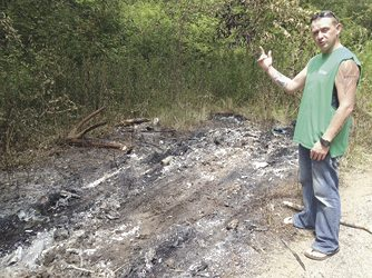 Tribune Chronicle / Raymond L. Smith Brian Simmons describes where the burned minivan with a body was found about 10 a.m. Monday near the corner of Pershing Avenue NW and Choctaw Street NW.