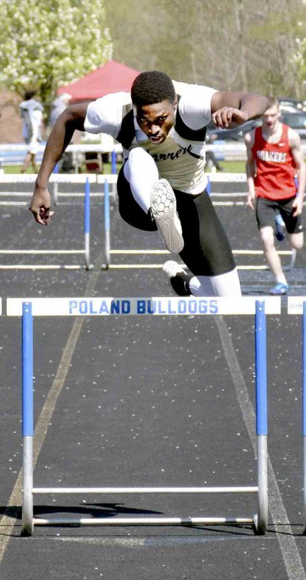 WGH's Sledge goes the distance in 300 hurdles | News, Sports
