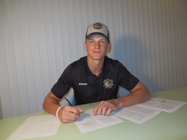 Navrin Mutter OHL signing