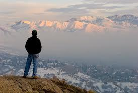 Thumbnail : Man observing the Smog, looking east toward University of Utah and Wasatch Mountains, Salt Lake City, Utah. Photo by Howie Garber.*