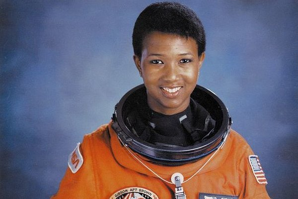 rsz_1641px-dr_mae_c_jemison_first_african-american_woman_in_space_-_gpn-2004-00020-2