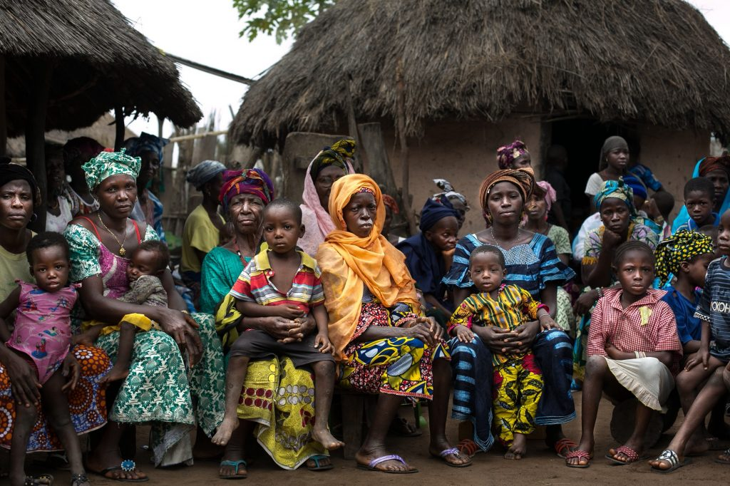 Women and children in Yereweliah, Guinea.