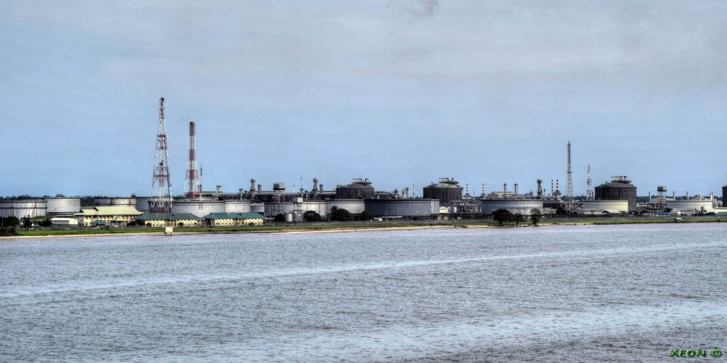 An oil refinery in Rivers State, Nigeria. (Photo credit: Xeon/Wikimedia Commons)