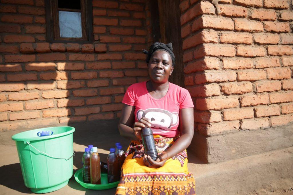 beekeeper-Malawi-1200x800-1024x683.jpg
