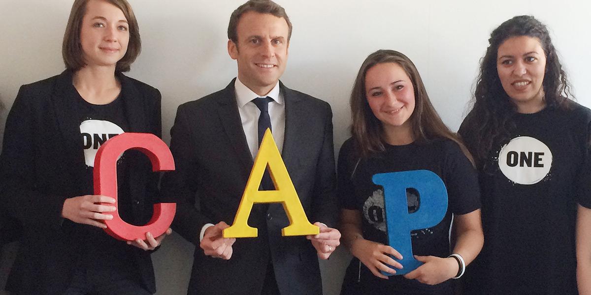 Envoyez une carte postale à Emmanuel Macron.