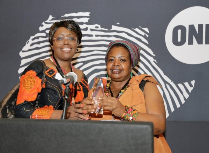 And the winner of the 2015 ONE Africa Award is…