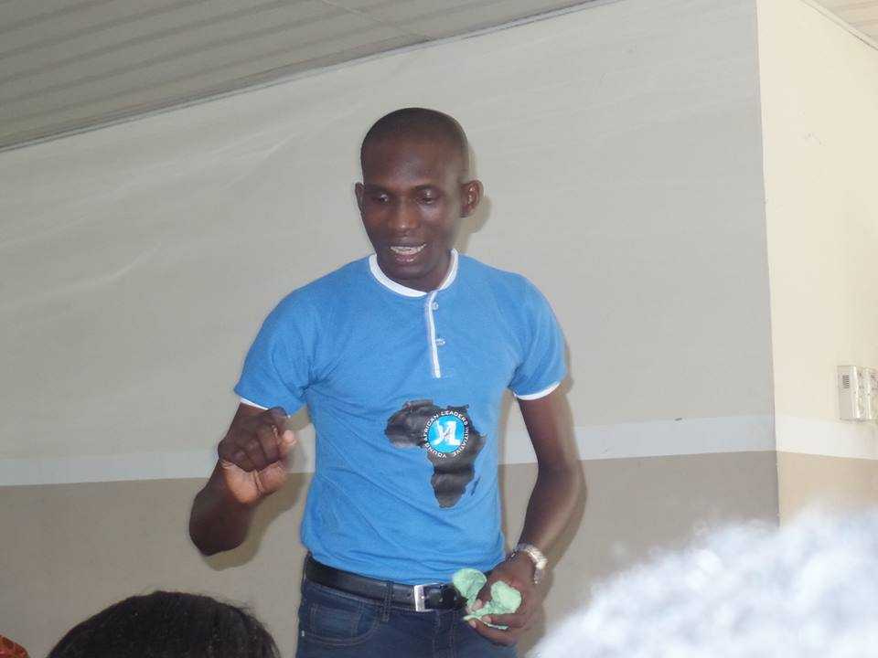 sipasi-speaking-at-a-yali-event