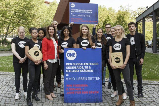 ONE fordert mit Aktion mehr Mittel im Kampf gegen Aids, TB, Malaria – und bekommt Besuch von Melinda Gates