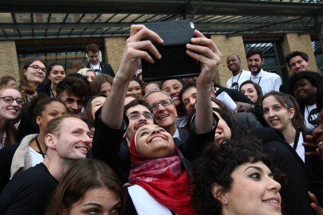 Ein Selfie mit vielen Jugendbotschaftern und Jugensbotschafterinnen