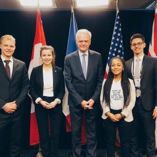 Über den Tellerrand: Y7-Jugenddelegierte haben globale Ungerechtigkeit im Blick