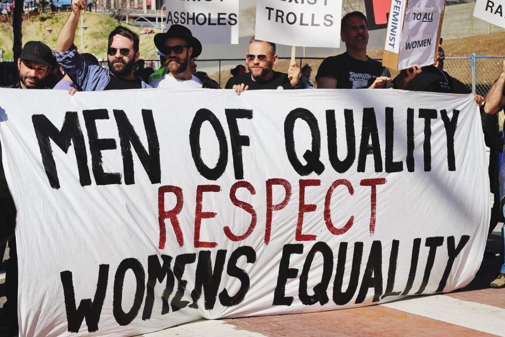 Männer demonstrieren für Frauenrechte