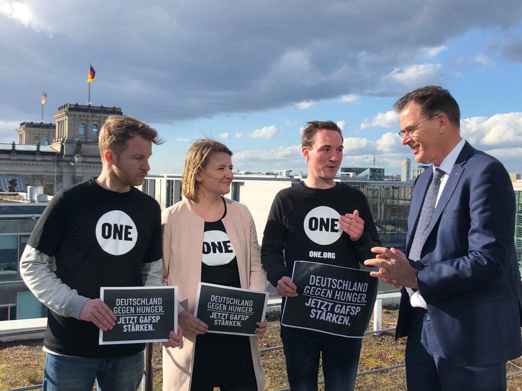 Jugendbotschafter*innen im Gespräch mit Minister Müller