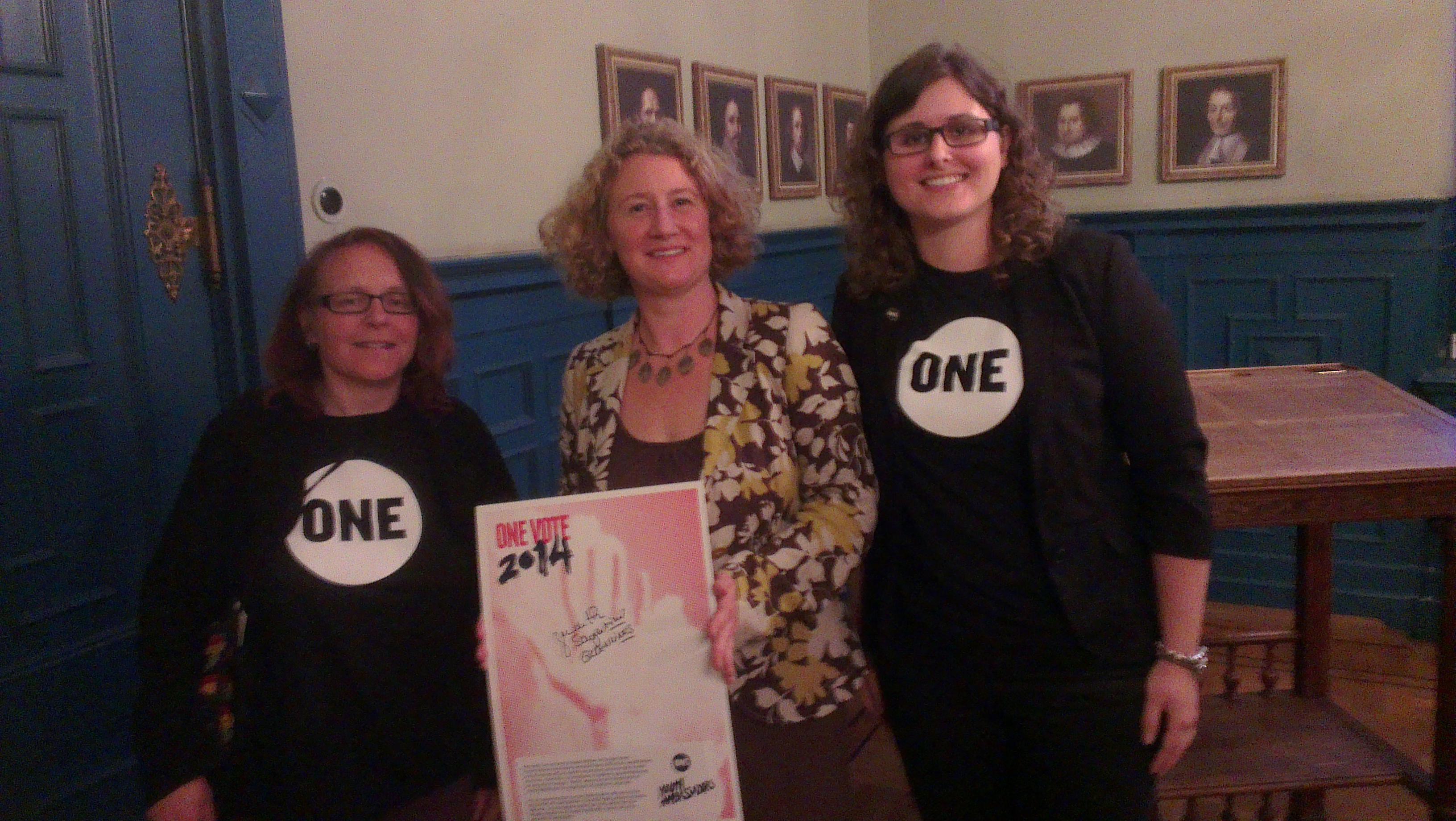 Judith Sargentini met Jeugdambassadeurs Lia Rijneveld en Marloes van der Linden