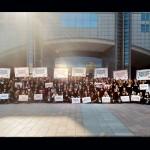Les jeunes Ambassadeurs devant le Parlement européen lors du ONE Summit