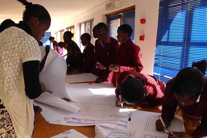 Comment un groupe de filles de 14 ans est en train de faire bouger l'industrie scientifique au Zimbabwe