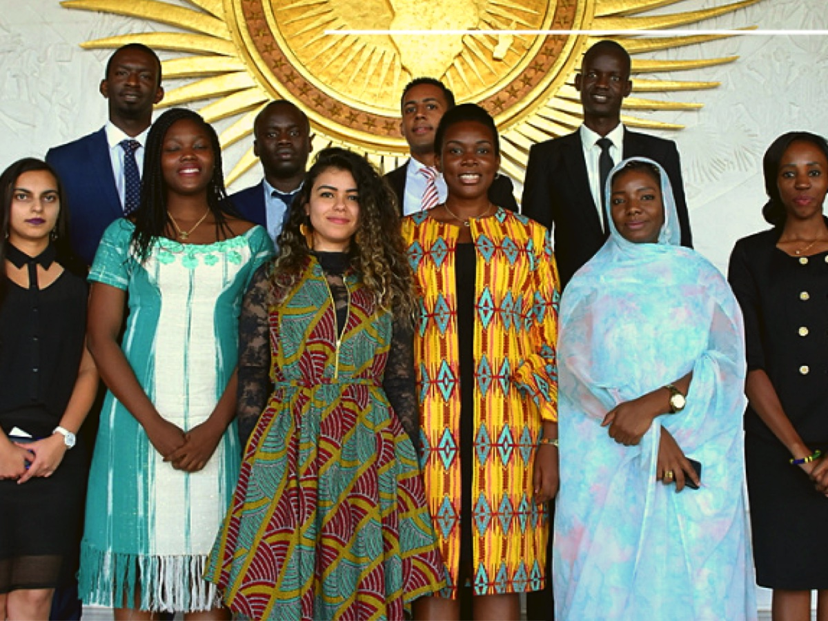 Aya Chebbi, AU Youth Envoy (centre-left) and members of the AU Youth Advisory Council. ©️ AU Commission