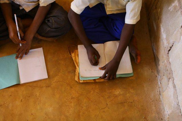 Eunice en Nelson houden van hun nieuwe school in Zuid-Soedan