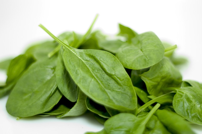 spinach for glowing skin and hair