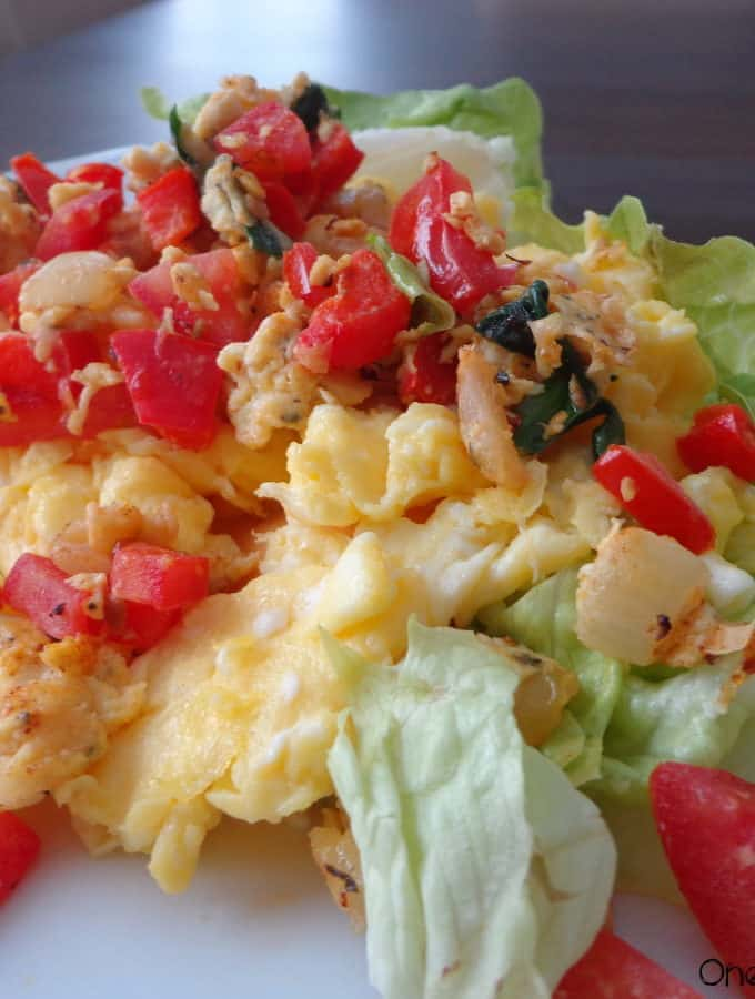 Eggs and Spinach Breakfast Lettuce Boats