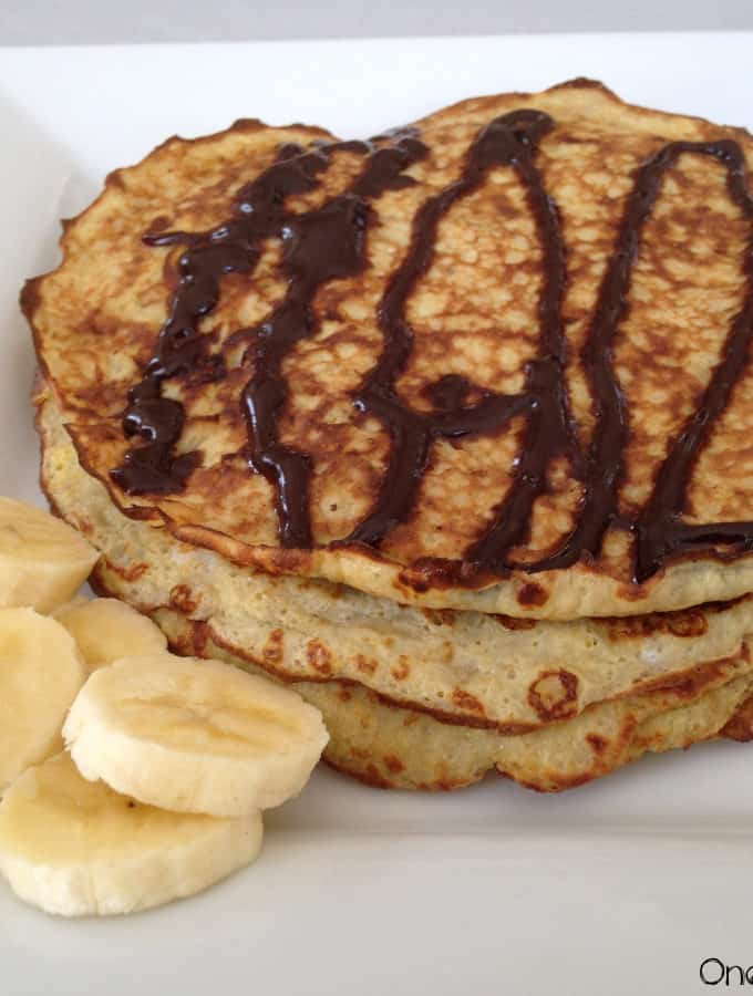 5-Minutes Banana & Egg Pancakes With Homemade Chocolate Syrup