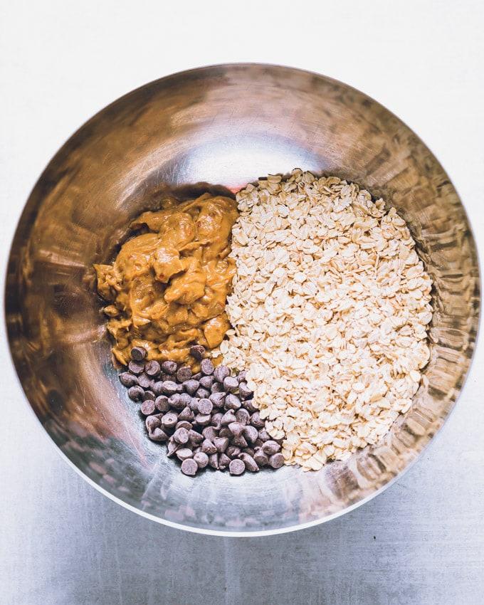 3-ingredient breakfast cookies ingredients in a mixing bowl