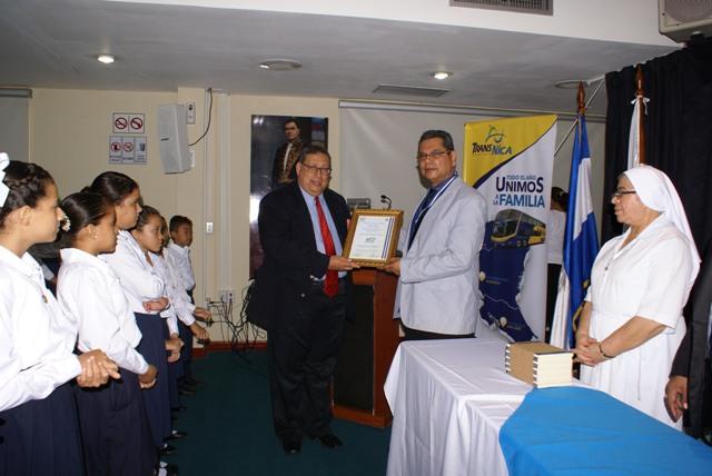 """AFODENIC recibe Galardón Oro del Programa de Cultura """"Leer es Vivir"""""""