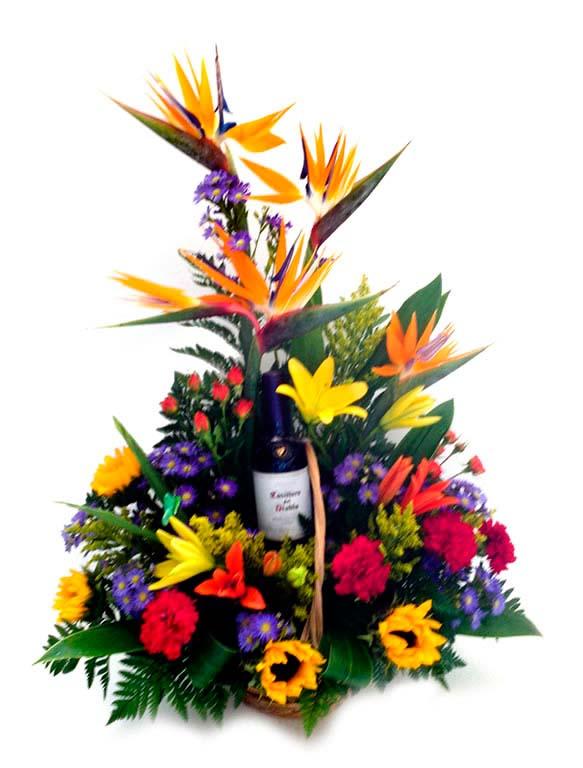 Arreglo de flores con vino