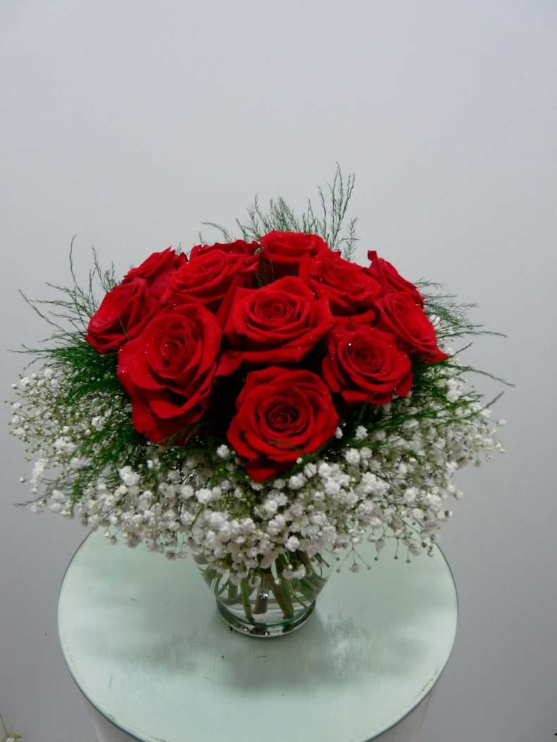 Arreglo rosas con base de vidrio