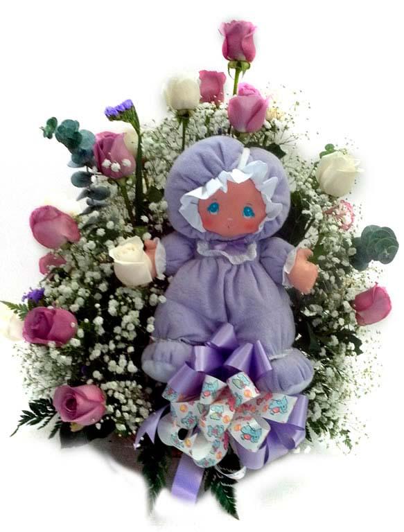 Canasta de rosas y muñecas
