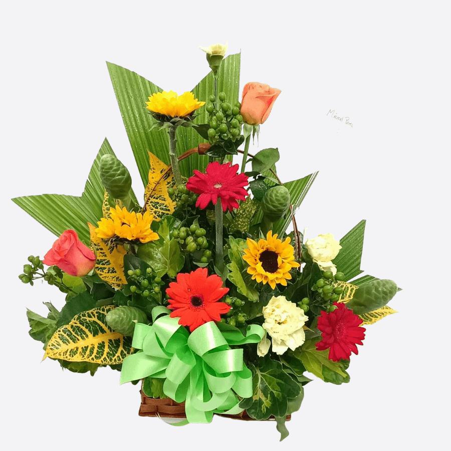 Arreglo de flores primaverales y girasoles