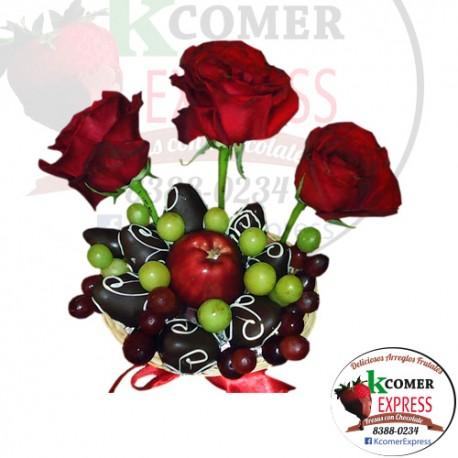 FEB-V3R Canasta con 3 Rosas, fresas y manzana