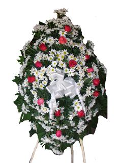 Corona de margaritas y rosas