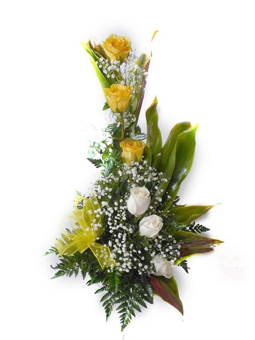 Arreglo de rosas amarillas y blancas