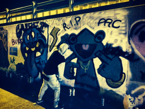 justin-bieber-graffiti-chris-brown-07-480w