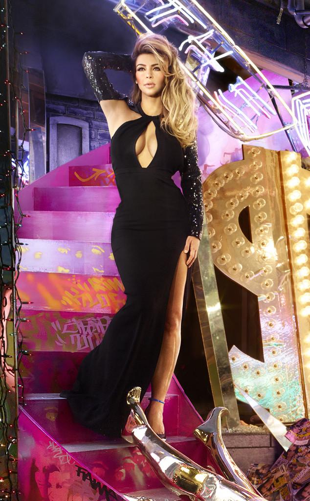 rs_634x1024-131201150408-634.Kim-Kardashian-Family-Christmas-Card.jl.120113