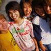 Arashi: five bandmates all squeezed together