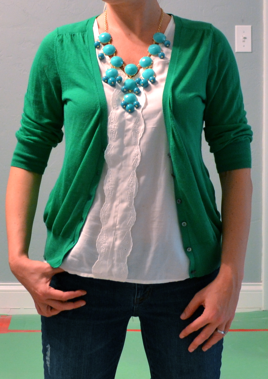 Outfit Post Kelly Green Cardigan Teal Necklace