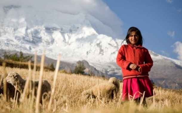 Girl in the Mountains of Peru. Photo: Gilvan Barreto/Oxfam.