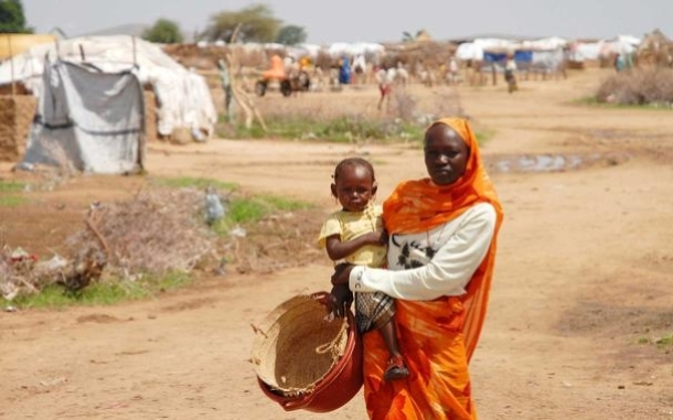 A woman and her child at Kalma refugee camp. Photo by Eva-Lotta Jansson/Oxfam America