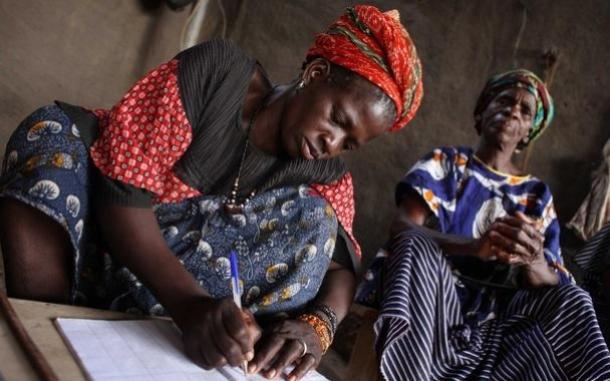 Saving for change in Mali. Photo: Rebecca Blackwell/Oxfam America.