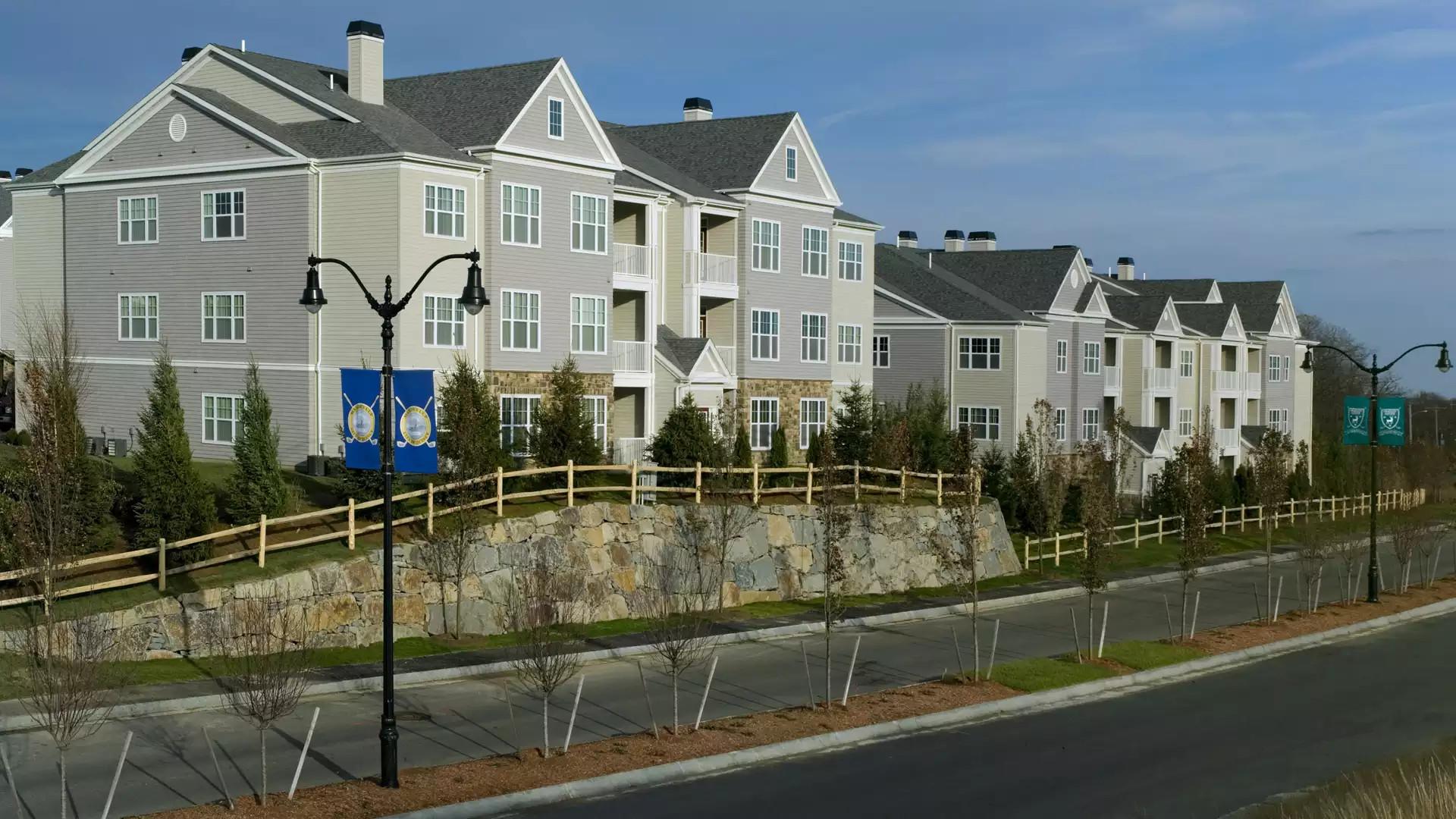 Quarry Hills Apartments - Quincy, MA