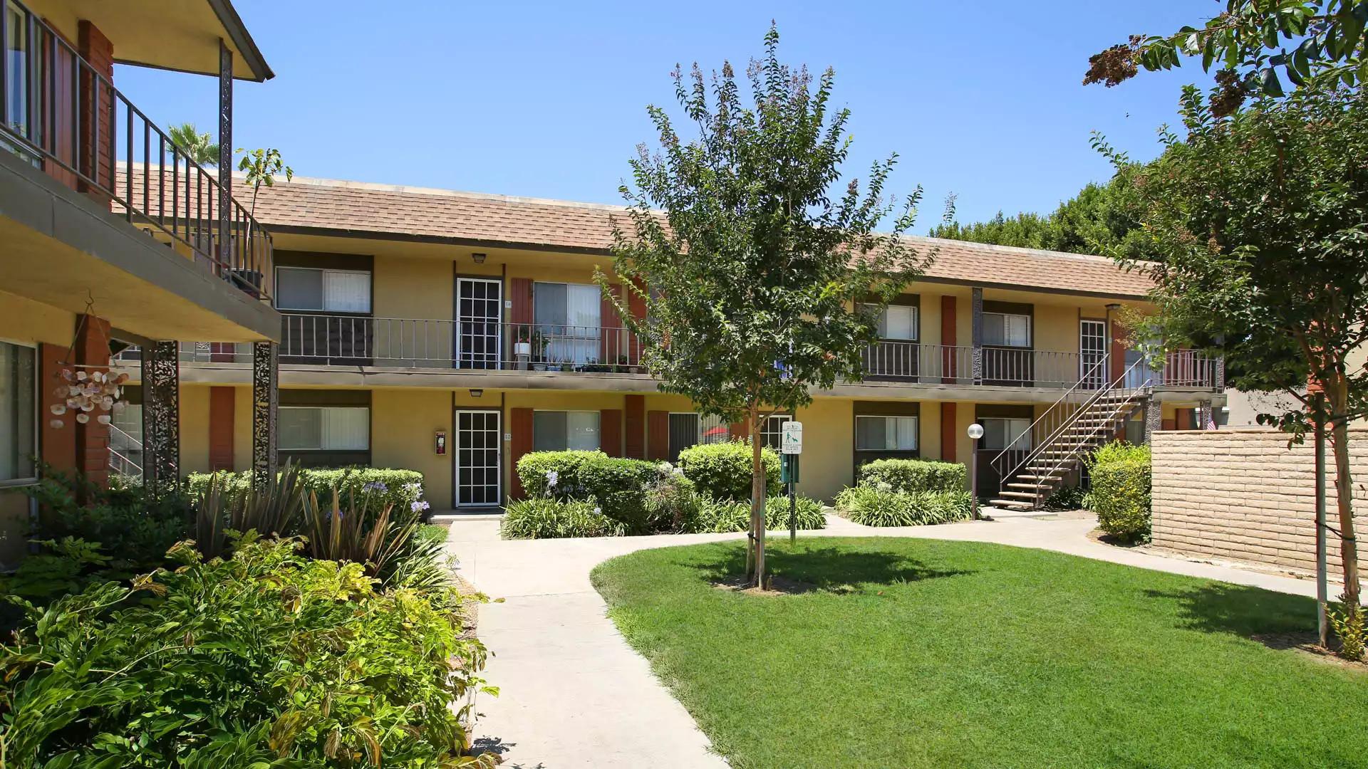 Regency Palms Apartments - Huntington Beach, CA